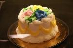 de bakker bij Publix was geen drie uur nodig om de taart te versieren. Wouw! Mooi om te zien hoe handig ze het deed.