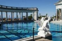 Neptunus zwembad met Oud-Griekse beelden