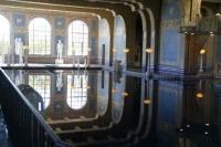 binnen zwembad Hearst Castle; let op de spiegeling