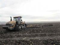 grote machines om het land te bewerken